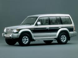 Mitsubishi Pajero II Closed Off-Road Vehicle