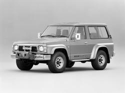 Nissan Safari I (Y60) Closed Off-Road Vehicle