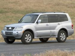 Mitsubishi Montero III Closed Off-Road Vehicle