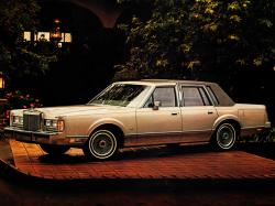 Lincoln Town Car I Saloon