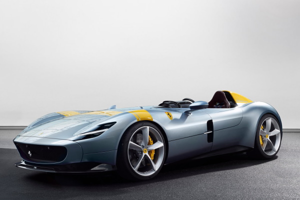 法拉利 Monza SP1 轮毂和轮胎的参数标识