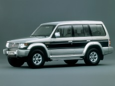 Mitsubishi Montero V20 Closed Off-Road Vehicle