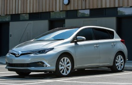 Toyota Auris II Facelift Hatchback