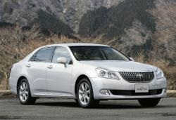 Toyota Crown Majesta wheels and tires specs icon