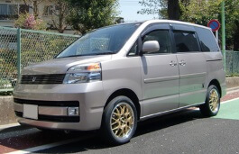 Toyota Voxy I MPV