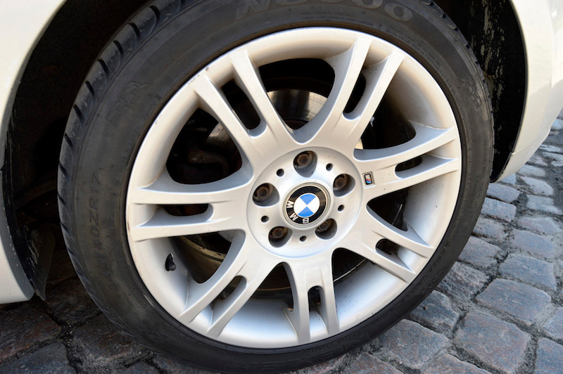 BMW alloy wheel with summer tire - Wheel covers CANNOT be mounted to these!